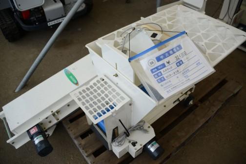 スズテック ミニコン SCS-21B 中古価格¥324,000 ミニコンって何だろうと思って調べてみました。土供給機(ミニコン)とあって供給コンベアと書いてあるので、コンはコントロールとかコンクリートのコンではなく、コンベアのコンのようです。スズテックは栃木県宇都宮市の会社でした。