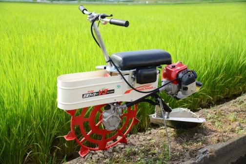 『溝切り機』田面ライダーV3!シンプルな構造、フォルム。大きめの排気量の草刈機風エンジンで前輪を駆動します。