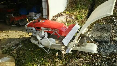 ネットで探した写真。農研機構のサイトで見られる最古の三菱田植機は1976年登録の三菱MP410です。