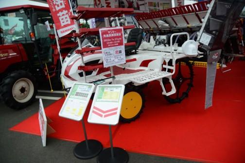 ヤンマー高速8条植え乗用ディーゼル田植機 YR8D,XU-ZF 価格¥4,125,600 まあ、見た目はYR6Dと一緒です。