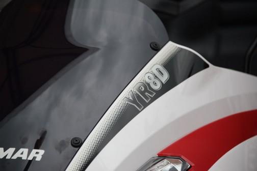 ヤンマー高速8条植え乗用ディーゼル田植機 YR8D,XU-ZF 価格¥4,125,600 3TNM72型水冷4サイクル3気筒立形ディーゼル903cc21.3馬力/3200rpm なんと施肥機付きで889キロというヘビー級。WEBページには標準仕様のXU-Zと密苗仕様のXU-ZTというのしかなく、このXU-ZFという仕様がどういうものかはわかりませんでした。