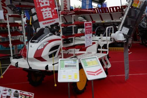 ヤンマー高速8条植え乗用ディーゼル田植機 YR8D,XU-ZF 価格¥4,125,600 3TNM72型水冷4サイクル3気筒立形ディーゼル903cc21.3馬力/3200rpm