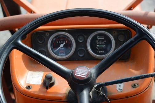 FIAT640はtractordata.comによれば1973〜1978年。3.5L水冷4気筒ディーゼル64馬力/2400rpmとあります。