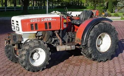 Steyr 8055というトラクターだそうです。またSteyrが出てきた!このあたりなのか?・・・と思ってかなり突っ込んで調べたのですが、どうもSteyrは近いけどそのものではないようでした。