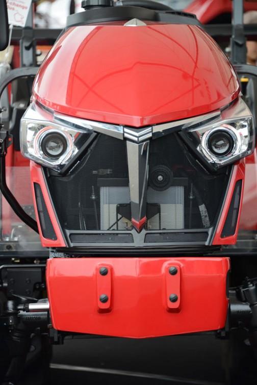 ヤンマートラクター YT2シリーズ YT225,XUKS5 水冷4サイクル3気筒直噴ディーゼル 1330cc 25馬力/2500rpm 価格¥2,775,600