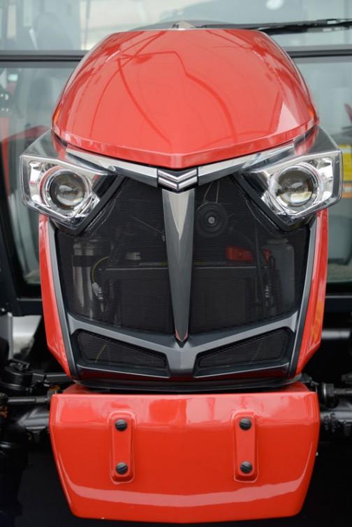 ヤンマートラクター YT3シリーズ YT333 YT333J,YUQHKS8 価格¥5,664,600 HMT無段変速オートマ感覚 カラーモニタ チョイ上げチョイ下げ ノークラッチブレーキストップ ハイスピード ロータリー1.8m耕耘幅 A/Bモード自動切替 倍速+オートブレーキ e-control E/G回転&車速自動制御 吊り下げオート制御 自動水平  全長3200mm 全幅1480mm 全高2280mm 本機重量1730kg 馬力/排気量33ps/1642cc 油圧揚力1500kgf 前タイヤサイズ8-16 後タイヤサイズ13.6-24H 大型特殊免許要