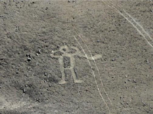 それだけでなく、こんな画像も見つけてしまった。チリの地上絵らしいのですが、ダカールラリーで損傷したもの(と言われている写真)らしいです。ここのところチリを通らないなあ・・・と思っていたらこんな問題があったようです。