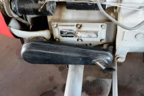"""キャプションには、機種名:バウツトラクタ 形式・仕様:300 30馬力 製造社・国 バウツ社 ドイツ 導入年度:1958(昭和33)年  使用経過:日高地方で使われていた。購入者不明。空冷エンジンで大変調子がいい。少数輸入して、井関農機㈱が販売していた。国内にはこの一台だけ。とあります。""""]<a href=""""http://oba-shima.mito-city.com/wp/wp-content/uploads/2015/05/Bautz_300-1.jpg""""><img src=""""http://oba-shima.mito-city.com/wp/wp-content/uploads/2015/05/Bautz_300-1-504x336.jpg"""" alt=""""キャプションには、機種名:バウツトラクタ 形式・仕様:300 30馬力 製造社・国 バウツ社 ドイツ 導入年度:1958(昭和33)年  使用経過:日高地方で使われていた。購入者不明。空冷エンジンで大変調子がいい。少数輸入して、井関農機㈱が販売していた。国内にはこの一台だけ。とあります。"""