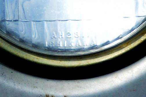 ヘッドランプを拡大して銘を確かめてみると、古いイセキに共通、謎のメーカー「ISHIKAWA」の文字が・・・