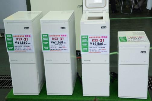 静岡県袋井市の静岡製機株式会社 左から3つはみな同じ 白米計量保冷庫 愛妻庫 KSX-31 価格¥61,560 収容量:31kg(白米) いちばん右 白米計量保冷庫 愛妻庫 KSX-15 価格¥57,240 収容量:15kg(白米)