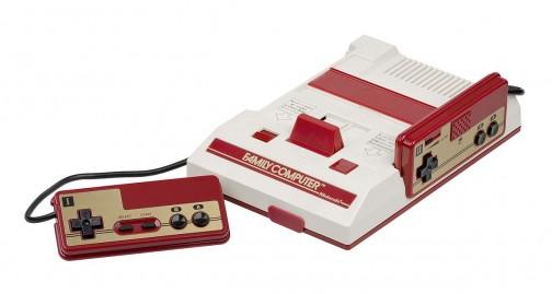 このファミコンも1983年発売でほぼ同時期ですね。ファミリーコンピュータ (Family Computer) は、任天堂より1983年(昭和58年)7月15日に発売された家庭用ゲーム機。