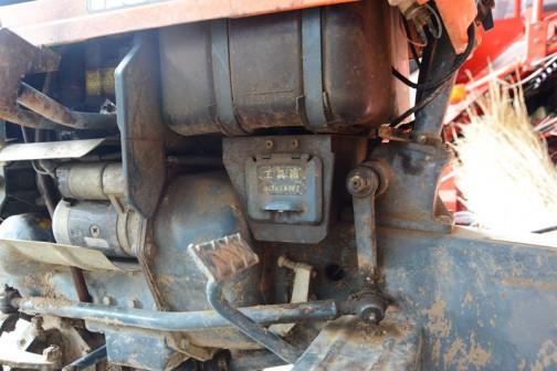 このB5000の中でいちばん気に入ったのはここ。燃料タンクの下、わずかなスペースに・・・
