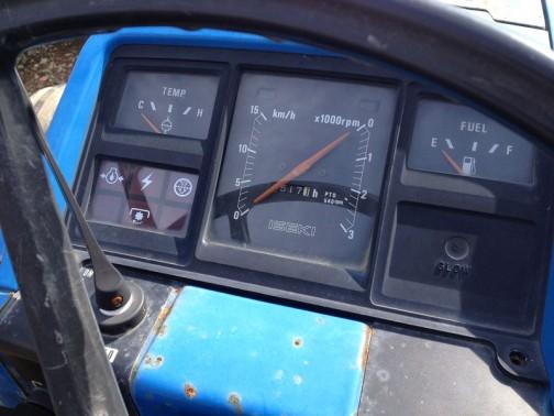 ゴージャスなインパネ。速度計も付いています。針は一針式??回転数とスピードは必ずこの関係にあるのかなあ・・・