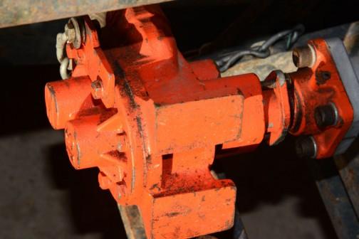 クボタL2601DTは農研機構の登録で1976年、今年で40歳です。3気筒立形4サイクルディーゼル1299cc、26馬力/2800rpm。この顔はL3001と同じ涙袋のあるタイプ。