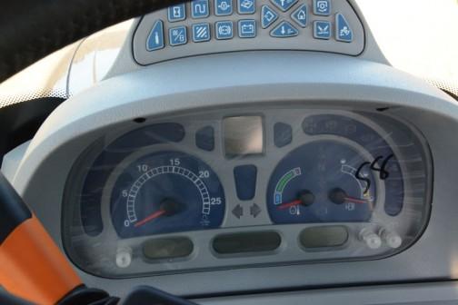 ニューホランドT6.160はWEBページによれば、水冷4サイクル4気筒4485ccコモンレールディーゼル131馬力/2200rpm