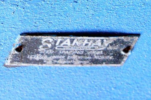 箱の銘板を拡大してみます。STANHAY・・・スタンハイ?スタンヘイ?