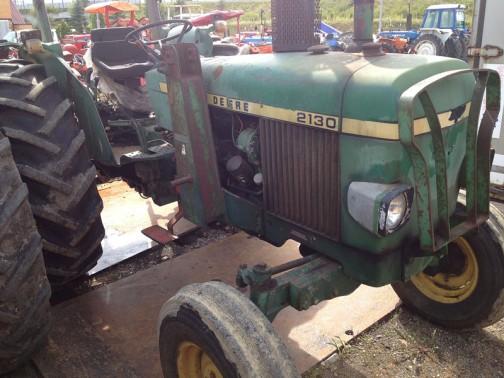 tractordata.comによればJD2130は、1973年〜1977年。John Deere 3.9L 4-cyl diesel、75馬力/2500rpm。