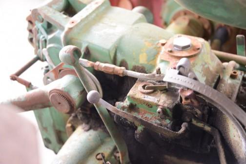 DEUTZ D4505です。動かなくて、これから直すそうなんですけど、50年近く前のものにしては程度がイイ! tractordata.comによればDEUTZ D4505は1965年〜1967年。空冷3気筒2.6リッターディーゼル、40馬力/2300rpm。