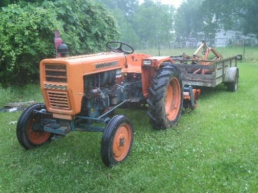 型番が近い物を探しています。こちらはL200。tractordata.comによれば1972年〜1973年。1.1リッター2気筒の21馬力だそうです。