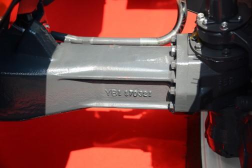 クボタGENEST M125GEFQBMSR4です。Mから始まる大きなトラクターですからグローブの大きいほうがこれから排ガス規制一般対応のタイミングでこの顔になるんですかね・・・M125GEはカタログによるとV6108-CR-TIEF4 水冷4サイクル4気筒立形ディーゼル6124cc 125馬力/2200rpmだそうです。