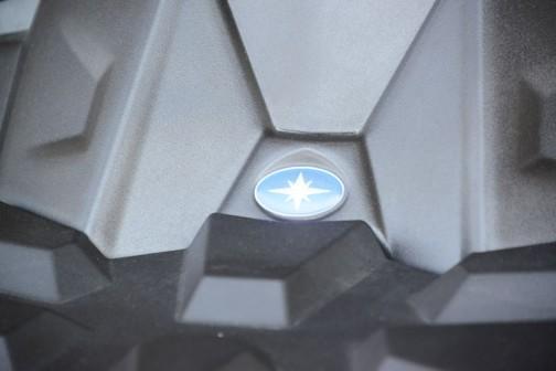 ポラリスACE570(ガソリンエンジン仕様) ポラリス製プロスター水冷単気筒DOHC567cc ポラリスCVTオートマチック(P/R/N/L/H) 四輪駆動(オンデマンド式AWD/2WD)デフロック機構(ボタン切替式) 最大搭載量 フロント55kg リア110kg 最大牽引重量 680kg 一人乗り 税込¥1,990,440
