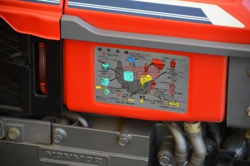 ヤンマーディーゼルエンジン、例のバッテン印の銘板が見えたので拡大してみます。このエンジン、正確にはNFAD8-LEDというのですね。8馬力/2500rpm 無負荷最高回転数2650rpm 総行程容積382cc