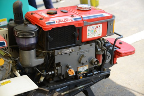 すごくきれいなエンジン部分。それにコンパクトです。