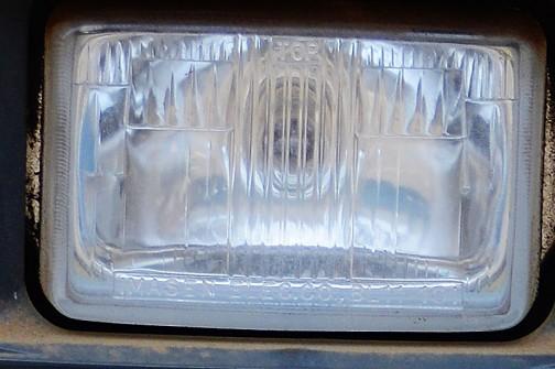 ヘッドランプは拡大してみるとIMASEN  ELEC.CO・・・今仙電機です。