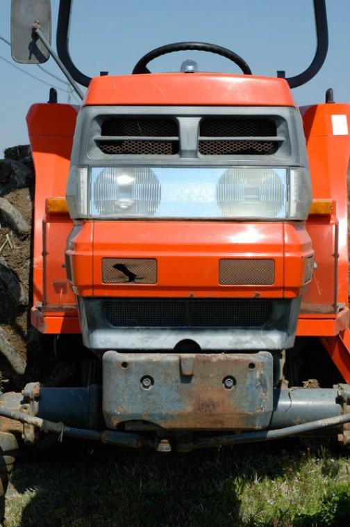 こちらは眉間のマークに「kubota」農研機構の登録では1993年。GL300です。主な仕様に、4輪駆動 機関30PS/2700rpm, 1499cc とあります。