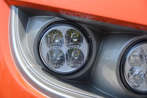 M115GEはカタログによるとV6108-CR-TIEF4 水冷4サイクル4気筒立形ディーゼル6124cc 115馬力/2200rpmだそうです。
