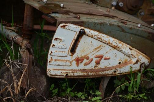 昔の機械は今プラスチックでやっていることを鉄でやってたんですよね・・・すごいなぁ。文字が浮き出して色まで付いてます。