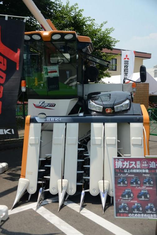 2014年、2015年も同じく展示されていた、123馬力のコンバイン。イセキコンバインジャパン ISEKI COMBINE HJ6123GZCAPLW 水冷4サイクル4気筒ディーゼルインタークーラーターボエンジン 2999cc 123馬力 価格¥16,308,000