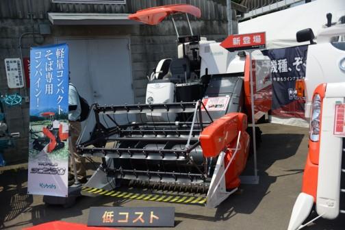 クボタ蕎麦専用コンバインSC250-JPです。こういう形にしては小さ〜い!!