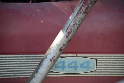 H444は1975年のカタログでは、立型水冷4サイクルディーゼル 2,524CC 45PS/2100rpmとなっています。