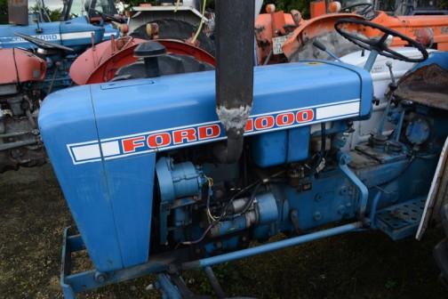 tractordata.comによればFORD1000は1973年〜1976年、シバウラ製2気筒1 .3Lディーゼルで25馬力/2500rpmだそうです。