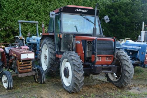 tractordata.comによれば FIAT 82-94は1993年〜1996年と比較的新しく、4気筒3.9リッターディーゼルは80馬力/2500rpmとなっています。