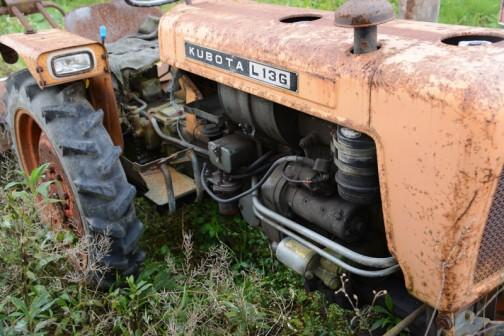 燃料タンクの下の工具ボックスはこの頃からなんですね。オイルバスフィルターはデンソー製。