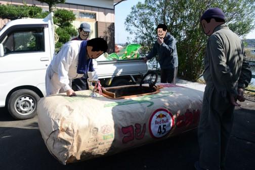 面白かったのは、このサイズの米袋があると思って「こんな大きな米袋があるのけ?」と聞く人が何人かいたこと。もし、こんな大きな米袋があったとして、これに米を入れたら1トン近く入っちゃうでしょうから底が抜けちゃいます。底が抜けなかったとしても、誰も持てないし運べません。