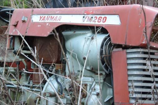 YM18とはタンクの位置なども同じ。タンクの下の四角く小さいフタは工具入れなんでしょう。
