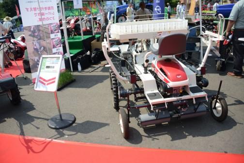 乗用たまねぎ移植機 3.2馬力 PH4R,T1A 価格¥1,425,600 同時4条植え マルチ対応 とある他は読めません。
