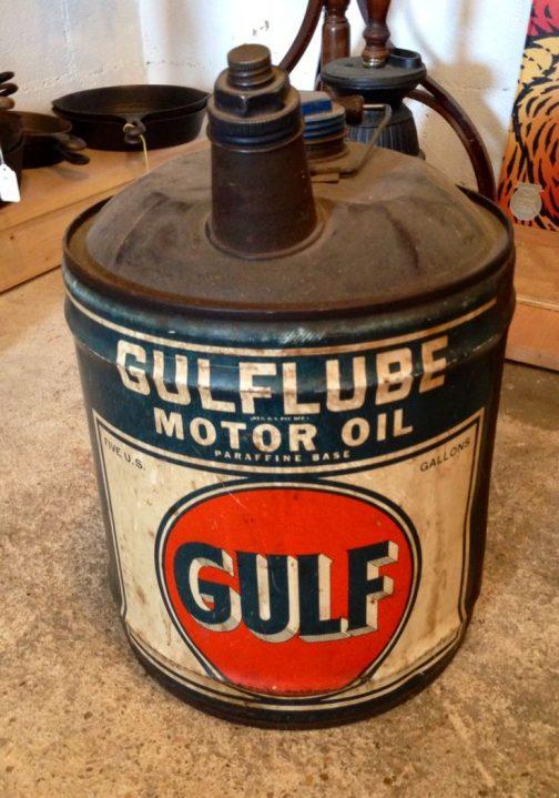 これはネットで探してきたもの。ガルフオイルの缶ですね。作りは似たような感じ。
