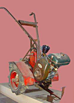 あ!まずメリーティラーB 3型の写真。どうも数字はエンジンの馬力を表すらしい。