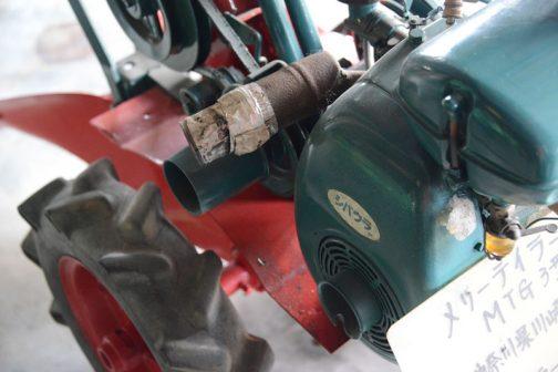 見ているとエンジンはシンプルなものでランプをつける程の電気は発電していない感じです。ヘッドランプは発電された電気で灯されていたのか、それとも電池によって灯されていたのか・・・謎が一つ残っちゃいました。
