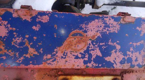 シバウラの工具箱 どっちの色がベースですかね・・・赤い工具箱に青を塗ったのかな? こういうあとから加わった変化も金属の工具箱だと楽しめますね!