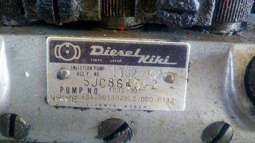 ヂーゼル機器。いすゞエンジンの多くに使われていましたね。井関のTS2810などもこのメーカーでした。(いすゞのエンジンでしたしね)それからコマツのコマツWD50もいすゞエンジンでこのヂーゼル機器でした。