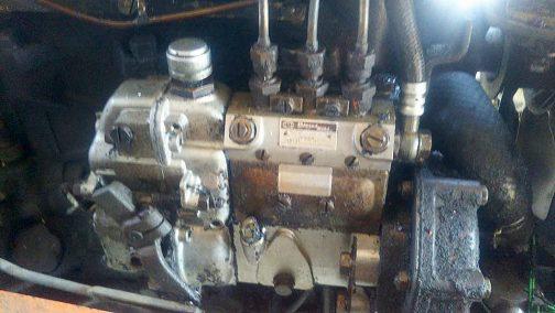 燃料ポンプ シバウラ製のエンジンは3気筒なんですね。