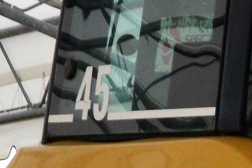 側窓の後よりに白文字で書いてあります」と教えてもらいました。確かに拡大してみると45とあります! これ、チャレンジャー45なんだ!