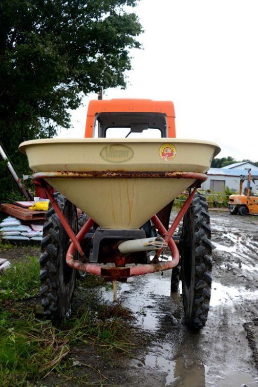 GT-5 ビコンのブロードキャスター付き。田んぼに肥料をまくためにこういうタイヤなのでしょうか。