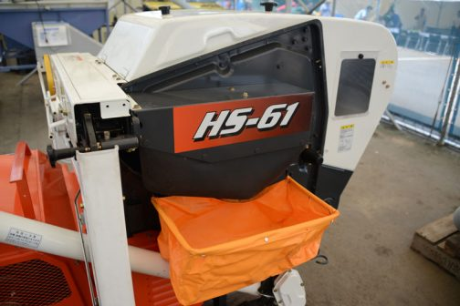 -61はガソリンエンジンのようで、空冷4サイクル立形ガソリンエンジン 247cc 4.4馬力/1800rpm とあります。