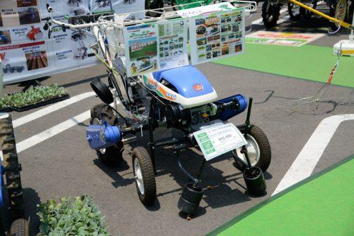 こちらのナウエルナナは歩行式の野菜移植機。 イセキ 野菜移植機 PVH170PSDBLG 価格 ¥842,400